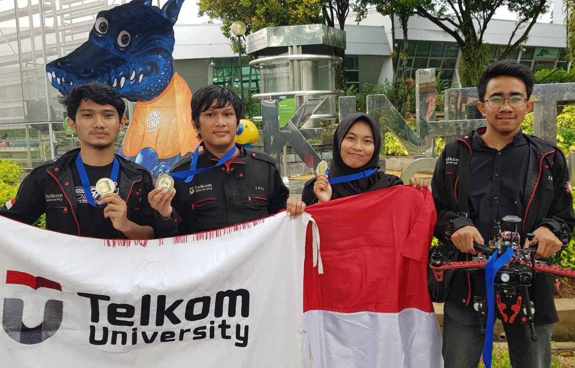 Telkom University Unjuk Gigi pada Ajang Singapore Amazing Flying Machine Competition 2018
